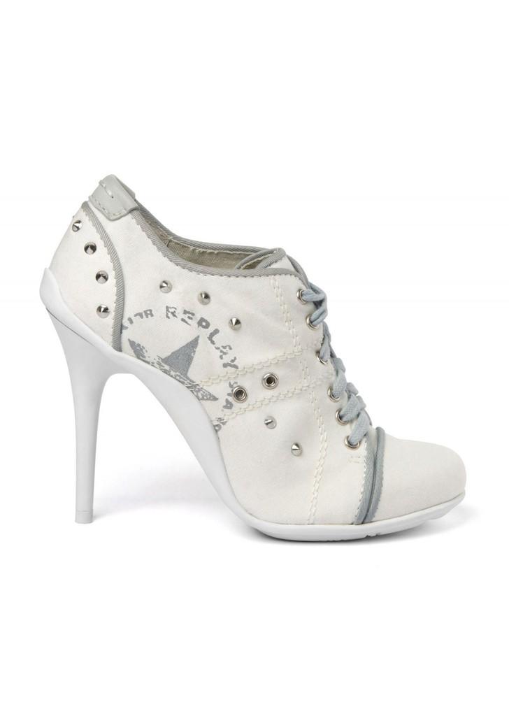 26549c9127 Replay szegecses fehér magassarkú cipő · Replay szegecses fehér magassarkú  cipő ...