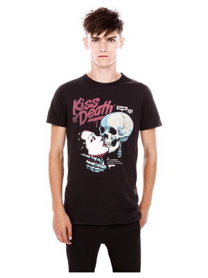 Pull and Bear Kiss Death póló