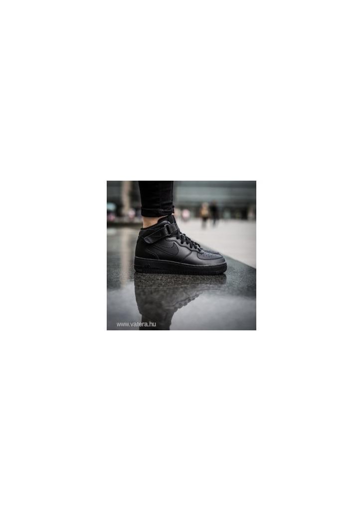 Eredeti NIKE magasszárú fiú cipő 35 29494893a5