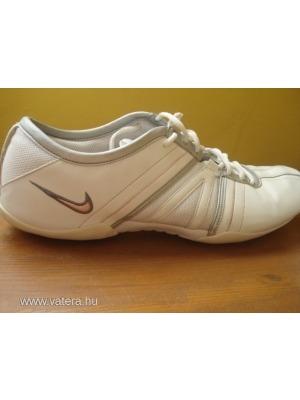 Nike Air bőr sportcipő edző cipő női 42-es    lejárt 140060 6804acb636