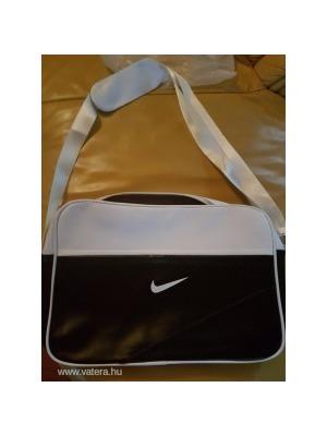 b039798bb859 Nike oldaltáska Unisex Új NMÁ - Vatera, 2 100 Ft | #233792 <<