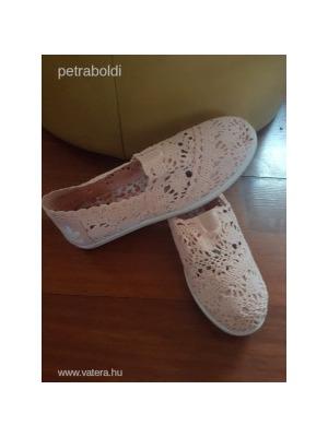 Adidas csipkés cipő barack színű 38-s Új NMÁ    lejárt 969623 f2029283cd