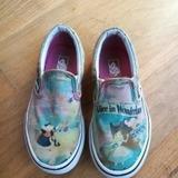 Vans lány old skool trendi kedvenc 35-ös szép cipő 22 cm    lejárt 163610.  Vatera 3 480 Ft. Vans Disney lány cipő 28    lejárt 425371 338ffae9b7