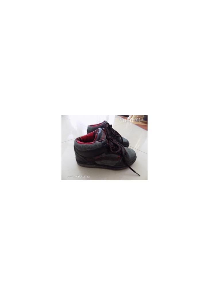 Egyedi VANS Edgemont koptatott hatású fiú cipő 32 5ae04859b9