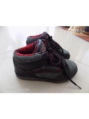 28aeb0d279 Egyedi VANS Edgemont koptatott hatású fiú cipő 32,5-es << lejárt 785662