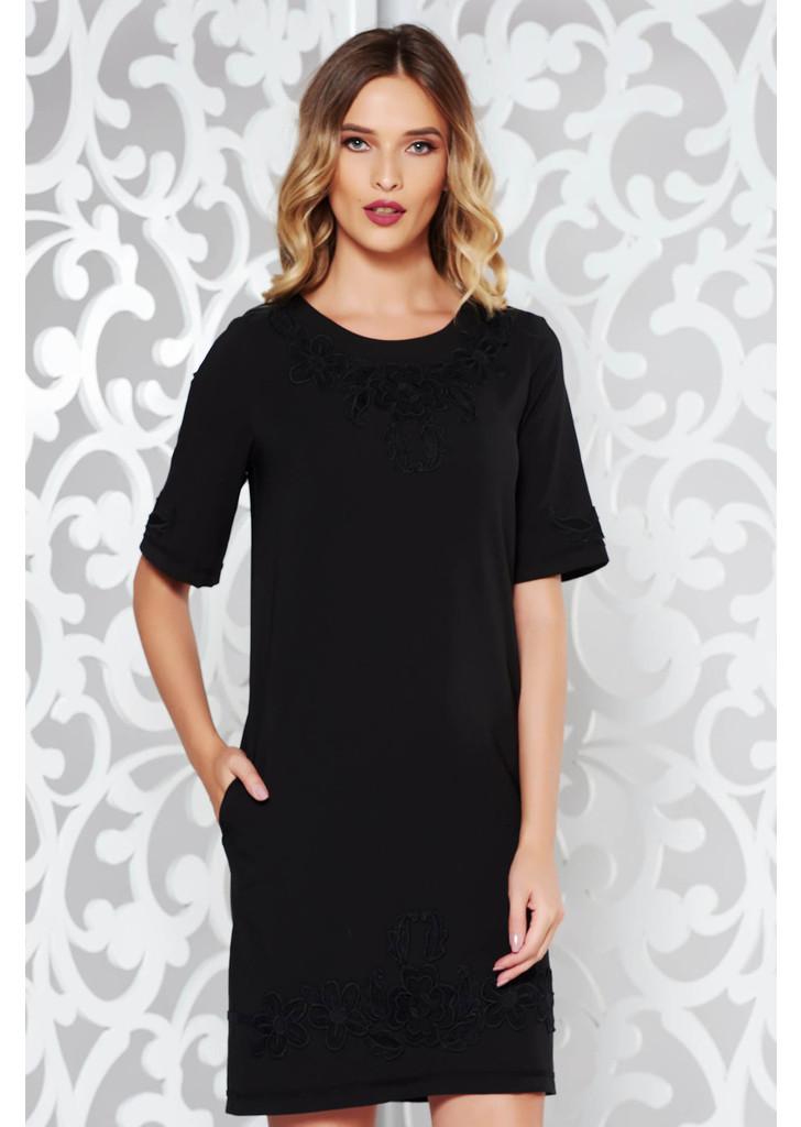 855239a71c Fekete LaDonna elegáns zsebes ruha hímzett betétekkel -