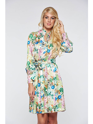7061f0e562 Világos zöld PrettyGirl elegáns harang ruha belső béléssel derékban  rugalmas szatén anyagból << lejárt 915652